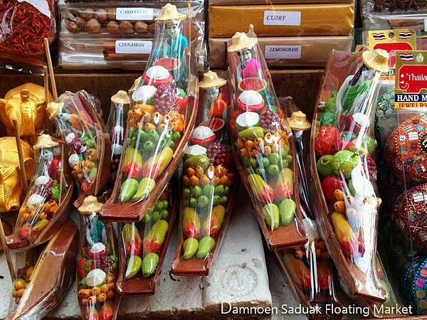 Damnoen Saduak Floating Market01