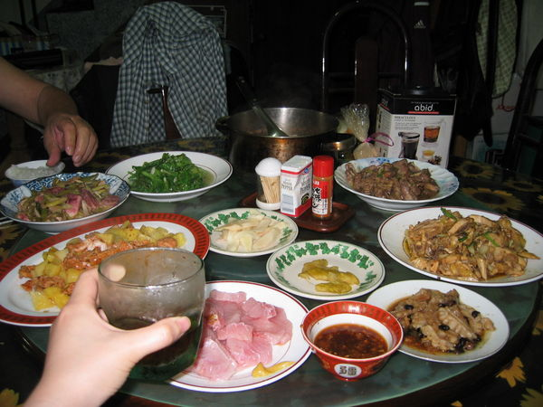 滿滿一桌菜