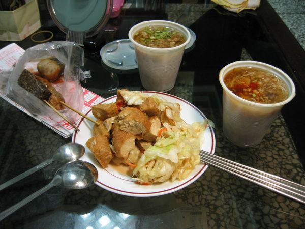 6/19 明廉國小旁米粉羹+臭豆腐