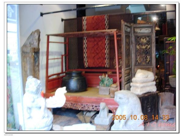 水美街上古老的床架.jpg