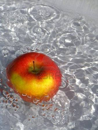 4199931-apple-in-water-with-air-bubbles