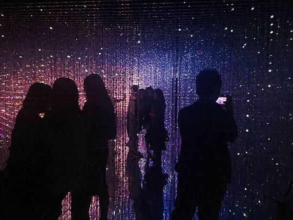 【teamLab: 舞動!藝術展& 學習!未來の遊園地】觀後感之光與影的結合 @ 小朵的花花世界 :: 痞客邦 PIXNET ::