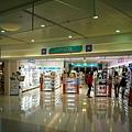 京站轉運站大廳商店(03).JPG