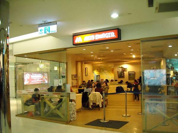 京站轉運站大廳商店(09).JPG