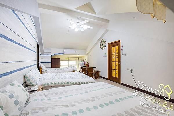 台南民宿推薦-好望角8人套房-左邊-5人房-房間內部