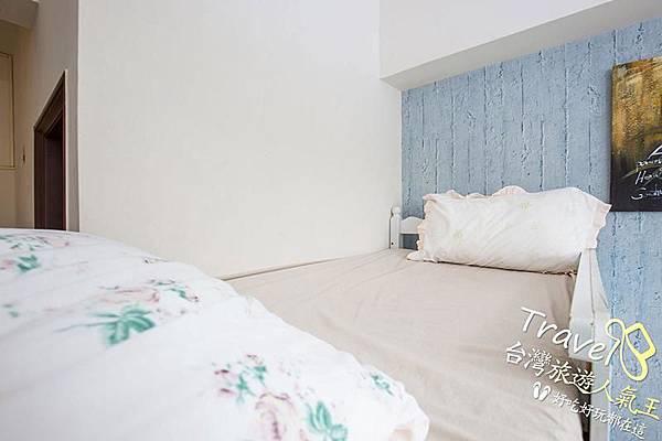 台南民俗-好望角8人套房-民宿床墊-左邊-5人房