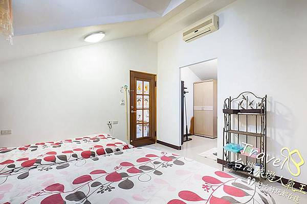 台南民宿-好望角8人套房-右邊3人房-房間內部
