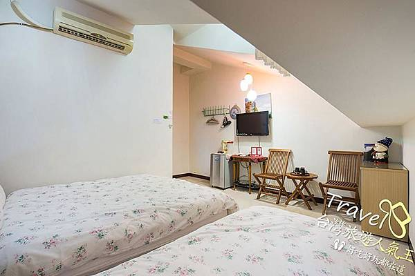 台南民宿-閣樓設計-3人房-房間內部