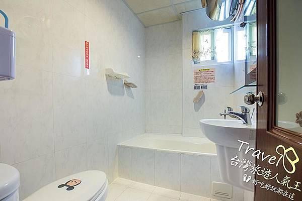 台南民宿-閣樓設計-3人房-民宿衛浴