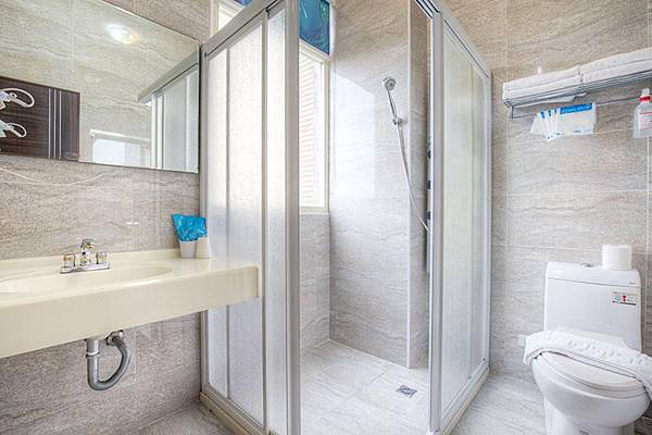 廁所-衛浴設備-童樂園寶可夢4人房