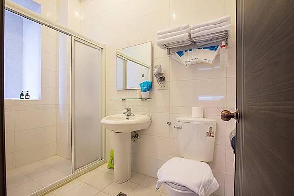 廁所衛浴都很乾淨,也有附毛巾給客人呢