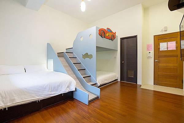 童樂園6人專用房間,是閃電麥坤的風格唷