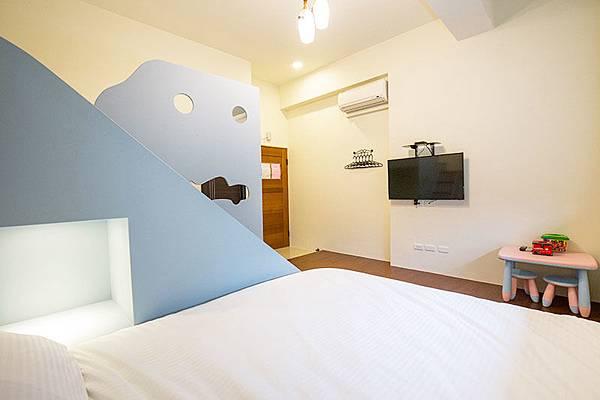 房間內部的景觀,床很軟