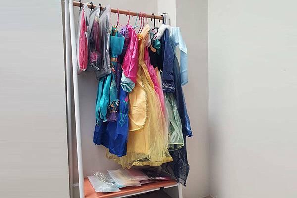 可以cosplay艾莉莎的公主裙,還有迪士尼的公主連裙,超夢幻的~