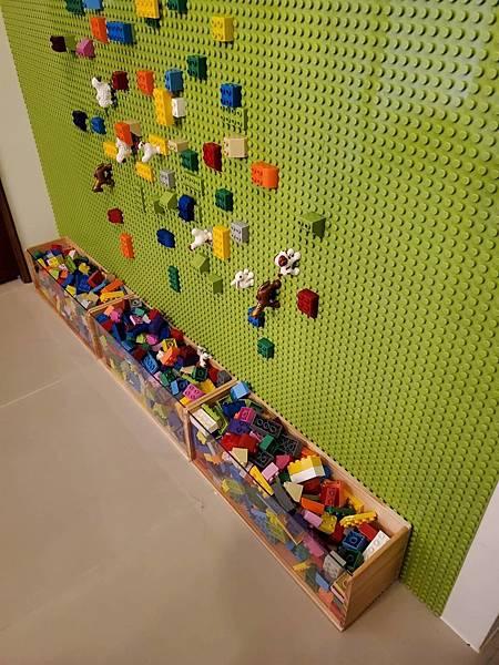 童樂園的樂高牆,小朋友都很愛玩唷