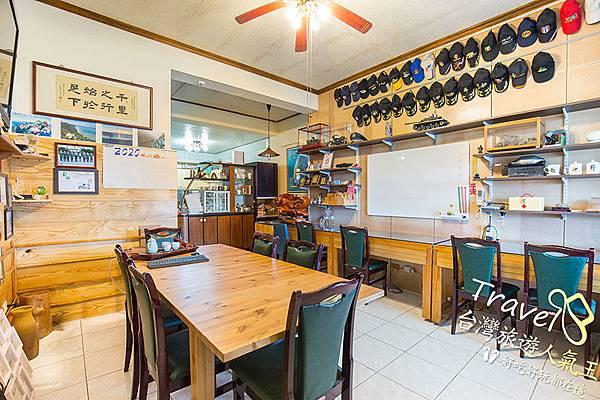桌椅-電風扇-室內空間-桃園民宿