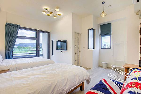 雙人床+單人床,3個人的房間空間也不擁擠,