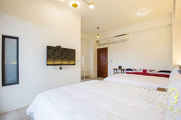 大大的床-明亮的房間,住起來很舒適唷