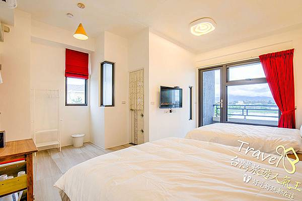 雙人床2張-四人房-宜蘭民宿-紅色-溫暖