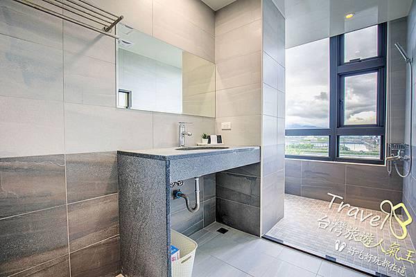 衛浴空間-寬敞-窗戶_景觀,宜蘭風景-四人房附設