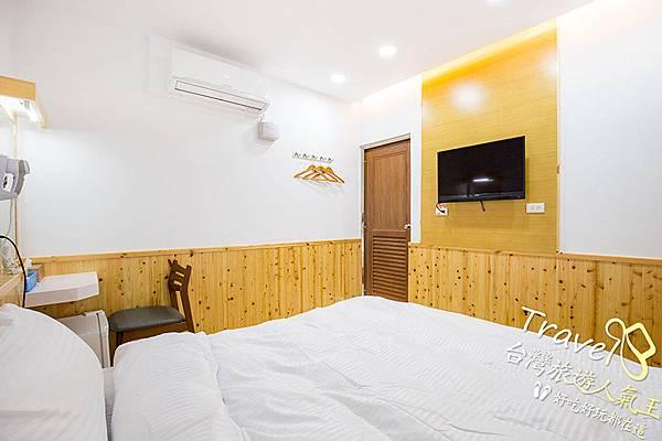 日式風格-房間實際-冷氣-梳妝台-雙人床-TV