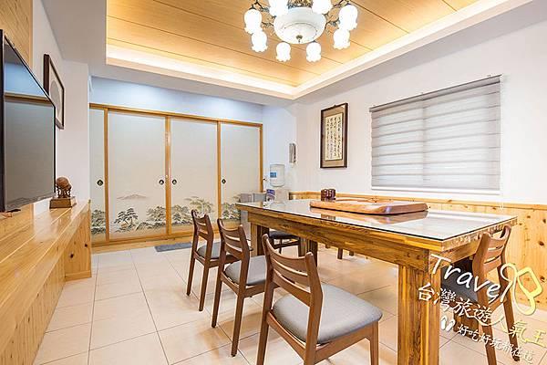 B區_寬敞客廳-三五好友的開放空間-桌椅-飲水機