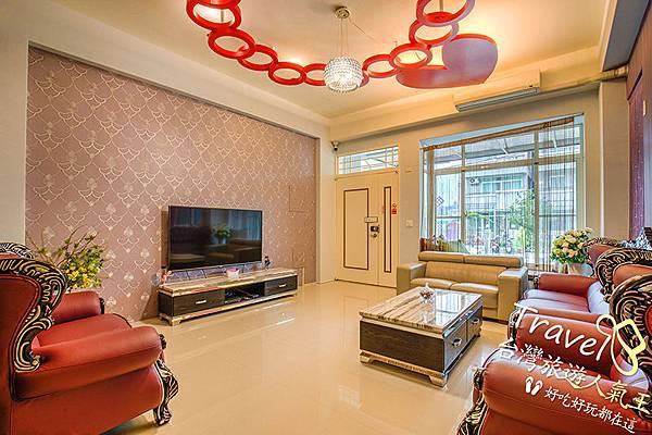 客廳-沙發-室內裝潢-台東民宿-時尚玩家