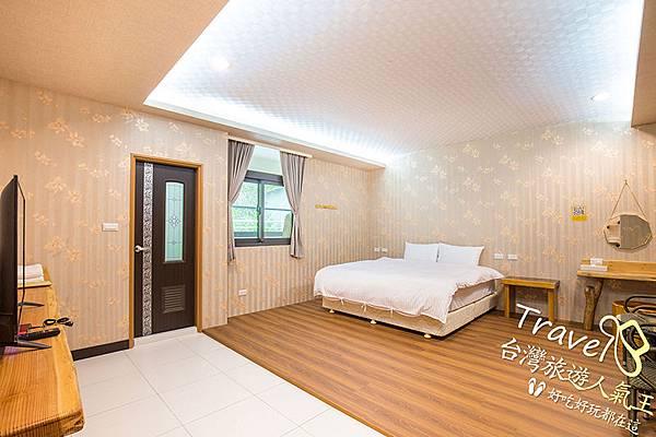 床-木質地板-電視-民宿環境-260標準雙人房