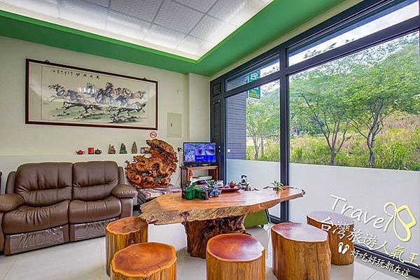 微楓渡假民宿-1F-休息區-茶具-按摩椅