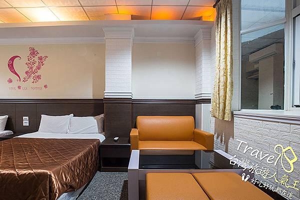 綠島安德渡假民宿-4人房2-設施介紹-小沙發區