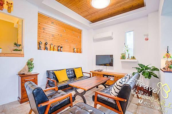 綠島民宿-室內-海明威民宿-木桌-木椅-小木屋裝飾-度假氣息