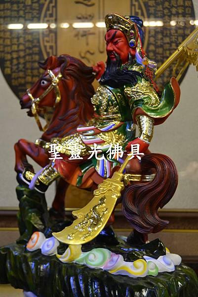 訂製神像 關羽騎赤兔馬 樟木一尺六  珍珠漆彩繪3