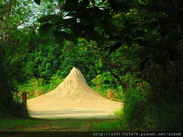 燕巢泥火山