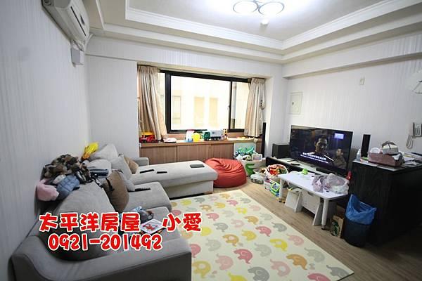 鑫輝嬉遊記四房平車~才898萬~買房賣屋請指名太屋小愛0921-201492