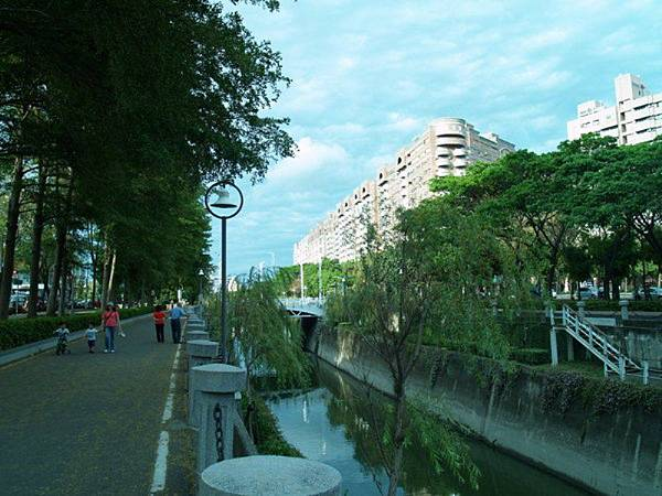 河堤照片5 (與 house5680 衝突的複本 2013-11-19) (與 house5680 衝突的複本 2013-11-19)