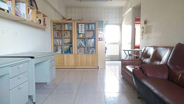 3寬敞大客廳 (1)