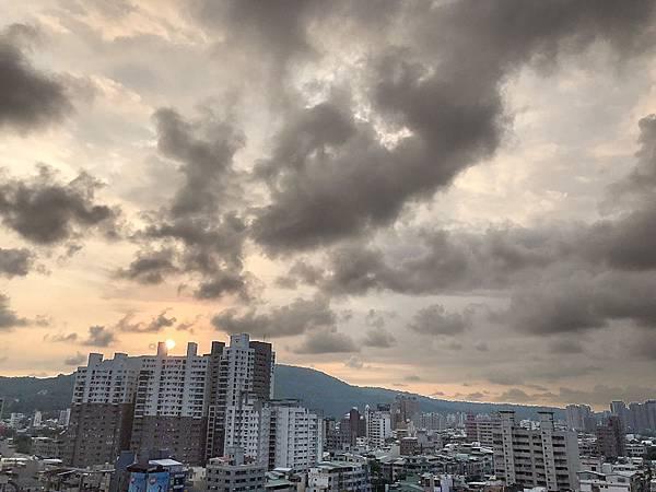 修高雄市中心★商五企業總部中華七賢路口-照片 (15)