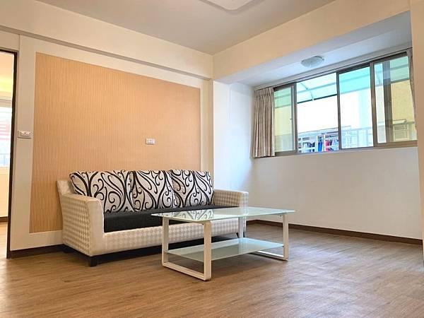 3漢神巨蛋瑞豐商圈 大三房美公寓 主臥衛浴開窗