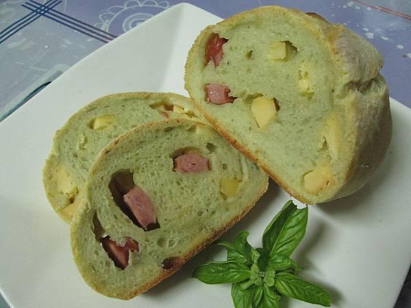 青醬德式香腸乳酪麵包