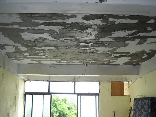 舊屋翻新一天花板補強施做中