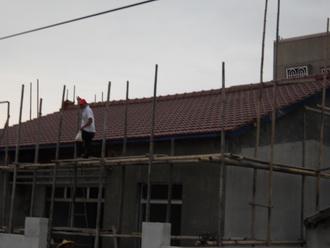 房屋修繕 屋瓦翻新後  修邊中