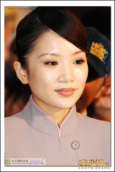 2007台北國際旅展之華航空姐與林志玲 (1).JPG