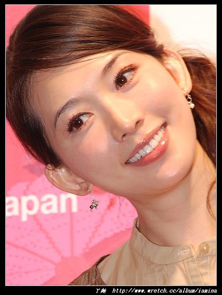 2007台北國際旅展之華航空姐與林志玲 (11).JPG