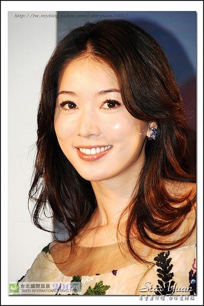2007台北國際旅展之華航空姐與林志玲 (3).JPG