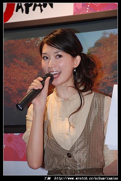 2007台北國際旅展之華航空姐與林志玲 (10).JPG