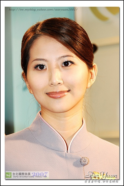 2007台北國際旅展之華航空姐與林志玲 (5).JPG