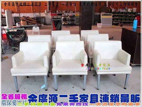 IMG_1209皮面扶手餐椅$600-62-54-45.79+18