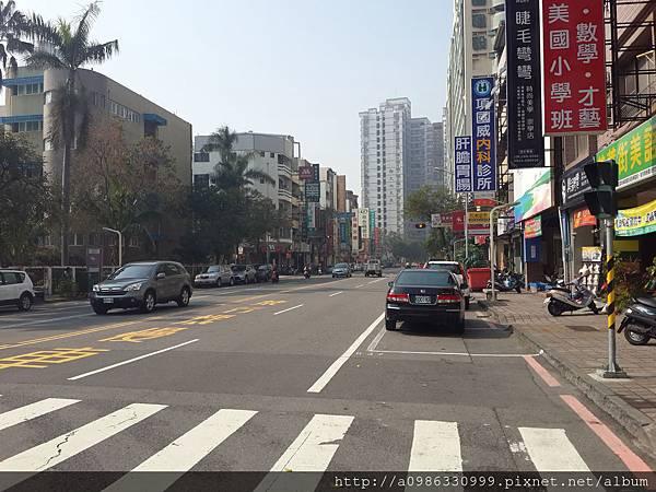 崇學路街景2.jpg