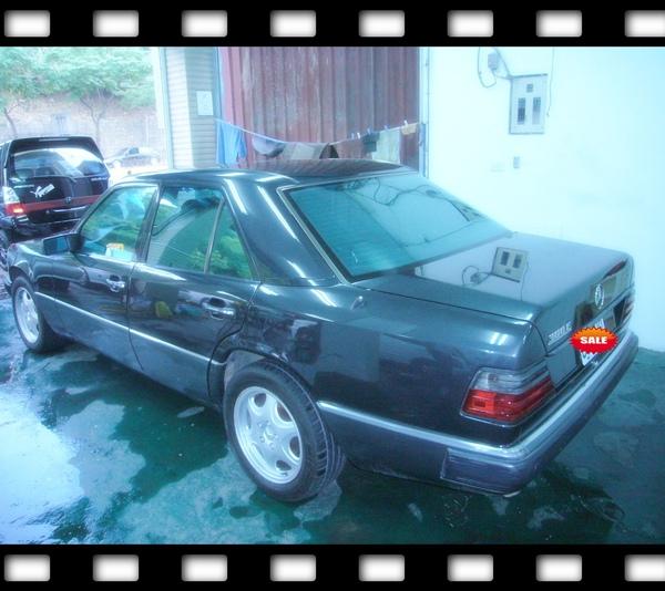 E300-90年黑-車尾.jpg