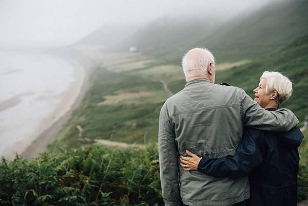 退休後每月有「收入」,儲蓄險和年金險該怎麼選?